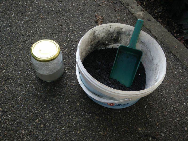 Macht den Bokashi noch hochwertiger, Pflanzenkohle, Zeolith und EM-Keramik-Pulver