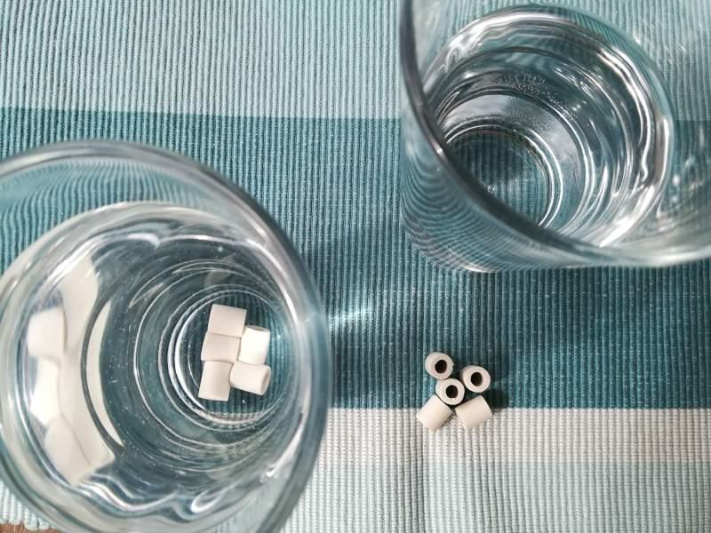 Wasser mit EM-Keramik-Pipes aufgewertet informiertes Wasser